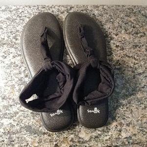 Sanuk Size 9 Sandles Black